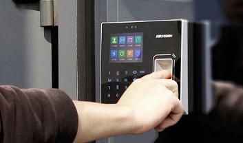 Máy chấm công vân tay sử dụng phổ biến trong doanh nghiệp, văn phòng công ty